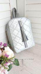 Маленький женский рюкзак с кисточкой