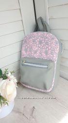 Женский мини рюкзак из кожзама с объемным кармашком