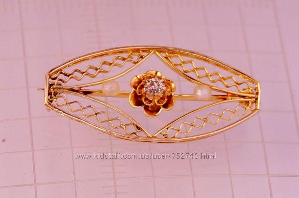 Золотая брошь 10карат 420 пробы с бриллиантом 0, 055 карат  и жемчугом