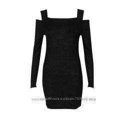 Черное мини платье с открытыми плечами