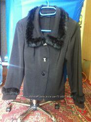 Пиджак черный размер 38, оторочка мехом