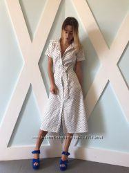 Платье-рубашка в горошек на пуговицах