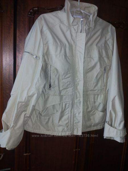 Демисезонная бежевая курточка ветровка, отличное состояние