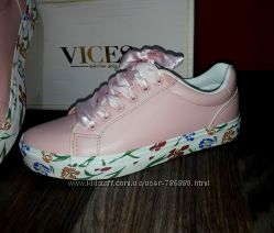Розовые кеды. кроссовки. модная женская обувь
