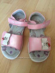 Розовые кожаные босоножки B&G 27 р. на девочку 5-6 лет