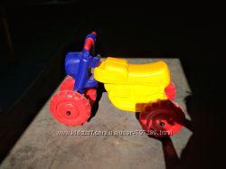 Трактор толокар, каталка детская.