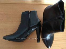 Фирменные ботильоны ботиночки замш и кожа размеры есть