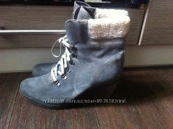 Фирменные замшевые ботинки Bata Италия P. 40 стелька 26 см. Обуты 2 раза