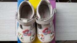 Літнє взуття для елегантної дівчинки. Розмір 21