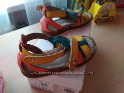 Фирменные кожаные босоножки для девочки 25 размер