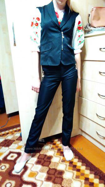 Очень стильненький школьный костюм, состояния нового