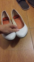 Отдам бесплатно белые туфельки Vagabond
