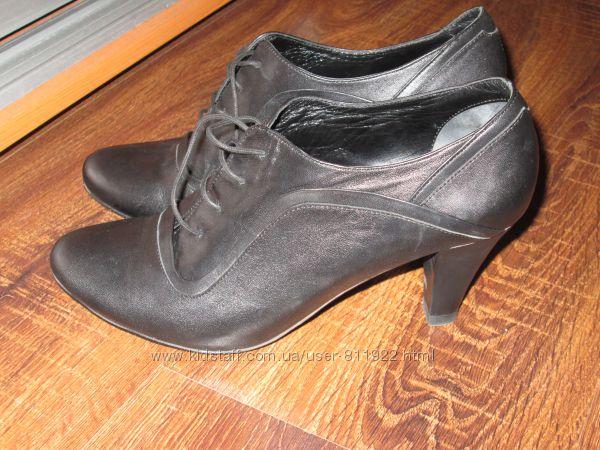 Кожаные закрытые туфли
