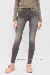 Bershka Женские  узкие джинсы. Фасон супер скини.  Размер джинсов 30, евро