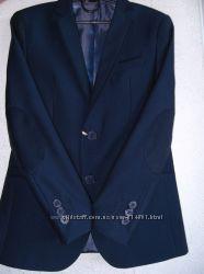 Костюм строгий синий с декором и латкой синей