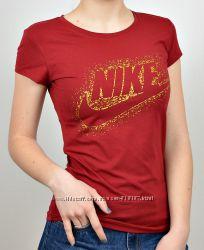 Спортивные  женские  футболки Nike.