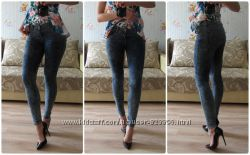 красивые стрейчивые джинсы джеги варенки очень крутые сидят в облипон одеты