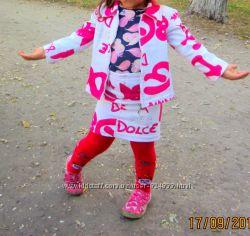 Джинсовый костюм в яркие надписи