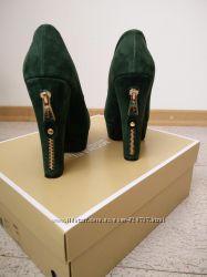 Супер стильные туфли натуральная замша бутылочного цвета с замочком Sharman