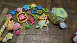 Продам или обменяют пакет погремушек и развивающих игрушек