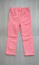 Яркие джинсы известного бренда OSTIN