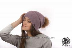 Нежная шапочка с помпоном енот шерсть флис  расцветки
