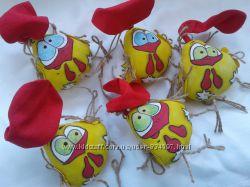Веселые сувенирные текстильные петушки