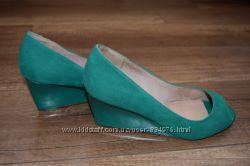 Зелені туфлі з відкритим носком