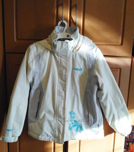 Белая куртка штормовка спортивная фирмы Regata. на рост 128-134.
