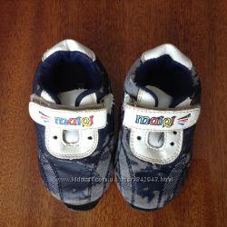 Віддам кросівки 18 розміру