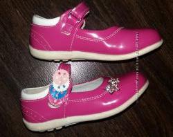 Туфли на девочку р. 24 в отличном состоянии