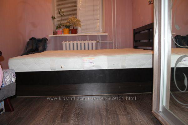 Двухспальная кровать с коробом для белья,  матрас в комплекте