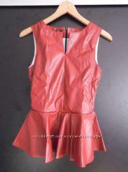Блузка с баской кожаная M