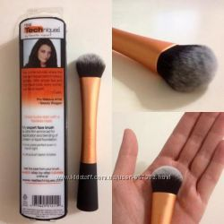 Кисть для тона Real Techniques Expert Face Brush
