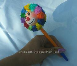 Украшенте на ручку или карандаш с симпатичным клоуном