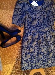 Новое нарядное стильное платье из неопрена