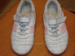 продам девичьи кожанные кроссовки размер 30