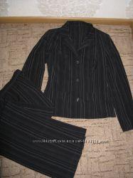 Брючный костюм в полоску с широкими брюками