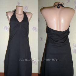 Легкое трикотажное платье-сарафан с открытой спиной.