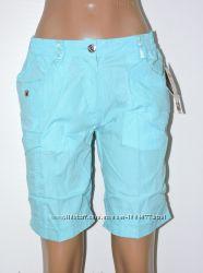 яркие голубые шорты