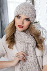 Вязаный зимний комплект шапка-колпак и шарф