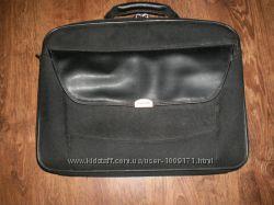 Фірмова сумка для ноутбука в дуже гарному стані.