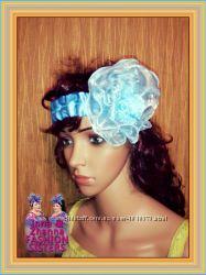 Светло-голубая повязка на голову. Цветок в волосы