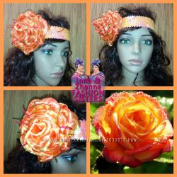 Блестящая повязка с тканевым цветком на голову.