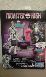 Набор Mega Bloks Monster High School Teen Scream Salon Set