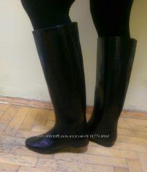 Черные резиновые сапоги с эффектом грязный глянец. осенние сапоги