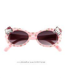 Новые очки от H&M для модницы HELLO KITTY