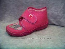 Нове взуття для дівчаток