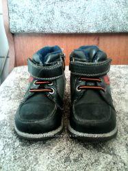 Продам детские осение ботинки 23р