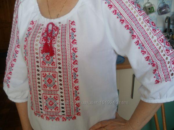 Жіноча вишиванка ручної роботи Мальва